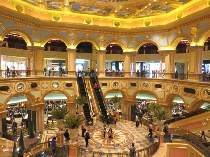 http://www.comfortablelife.asia/images/2014/01/The-Venetian-Macao.2013_25-680x510.jpg