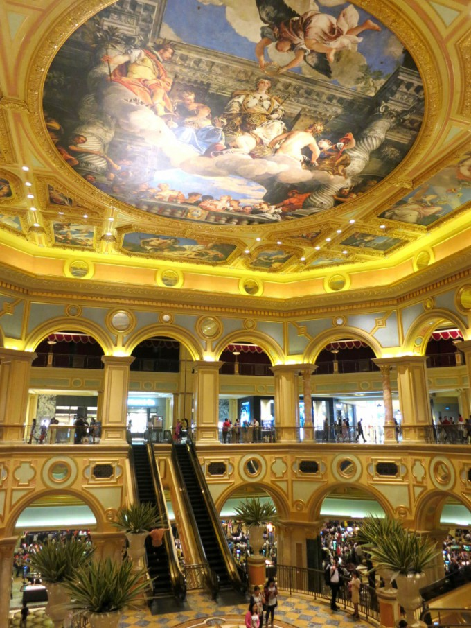 http://www.comfortablelife.asia/images/2014/01/The-Venetian-Macao.2013_26-680x906.jpg