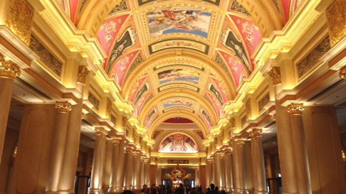 http://www.comfortablelife.asia/images/2014/01/The-Venetian-Macao.top24-680x382.jpg
