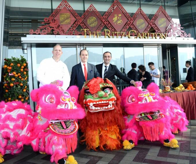 http://www.comfortablelife.asia/images/2014/02/The-Ritz-Carlton-HongKong-680x569.jpg
