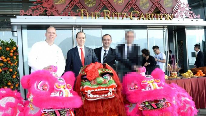http://www.comfortablelife.asia/images/2014/02/The-Ritz-Carlton-HongKong0131-680x382.jpg