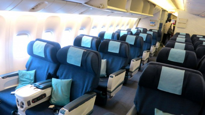 http://www.comfortablelife.asia/images/2014/03/Cathay.B777_2013_03-680x382.jpg