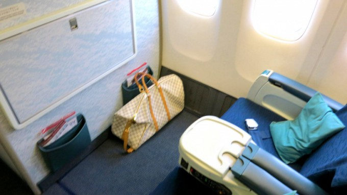 http://www.comfortablelife.asia/images/2014/03/Cathay.B777_2013_05-680x382.jpg