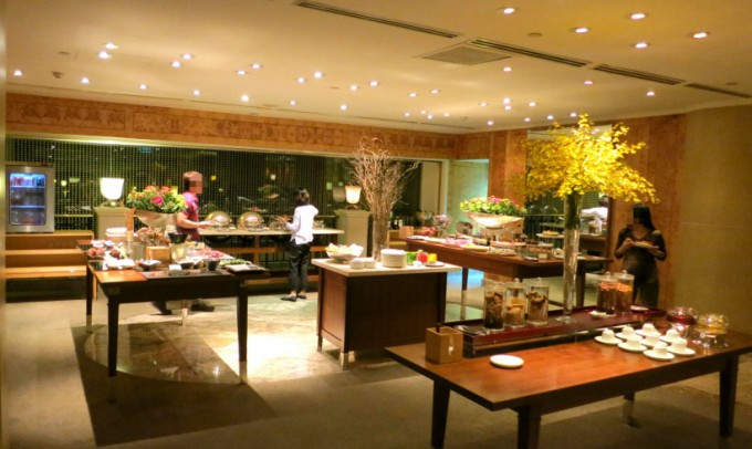 http://www.comfortablelife.asia/images/2014/04/Grand-Club-Lounge_008-680x406.jpg