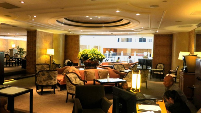 http://www.comfortablelife.asia/images/2014/04/Grand-Club-Lounge_010-680x382.jpg