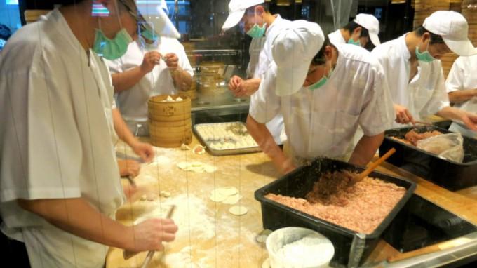 http://www.comfortablelife.asia/images/2014/04/King-Ping-Tea-Restaurant.2013_015-680x382.jpg