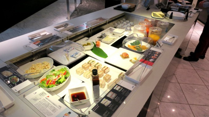 http://www.comfortablelife.asia/images/2014/05/ANA-Suite-Lounge.2014_33-680x382.jpg