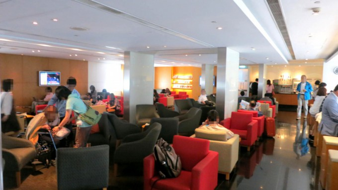 http://www.comfortablelife.asia/images/2014/05/Cathay.Business-Class_044-680x382.jpg