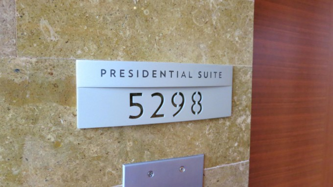 http://www.comfortablelife.asia/images/2014/09/Presidential-Suite.2014_01-680x382.jpg