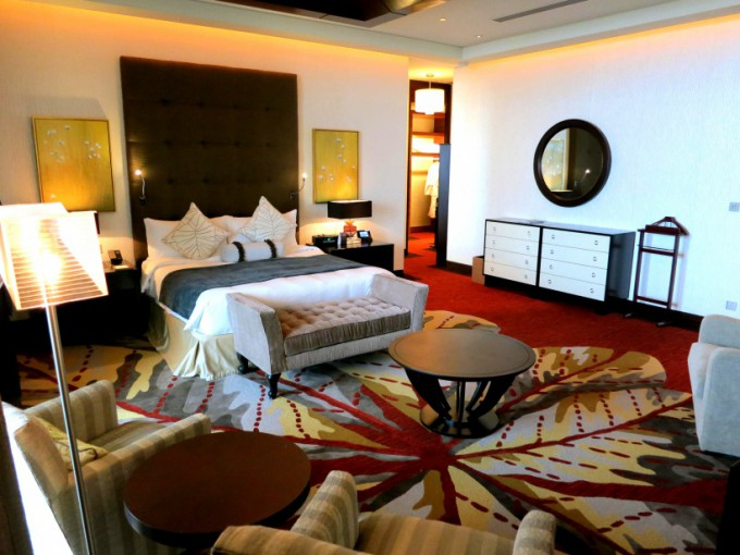 http://www.comfortablelife.asia/images/2014/09/Presidential-Suite.2014_16-680x510.jpg