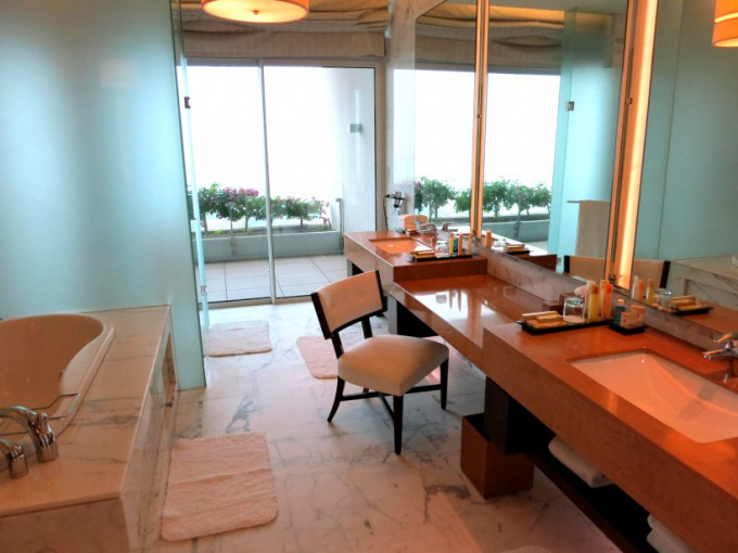 http://www.comfortablelife.asia/images/2014/09/Presidential-Suite.2014_17-680x510.jpg