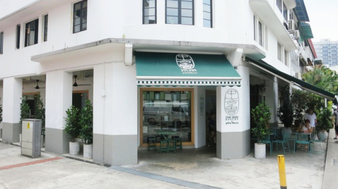 http://www.comfortablelife.asia/images/2014/09/Tiong-Bahru-Barkery_01-680x382.jpg