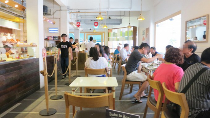 http://www.comfortablelife.asia/images/2014/09/Tiong-Bahru-Barkery_15-680x382.jpg