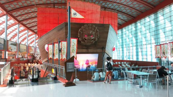 http://www.comfortablelife.asia/images/2014/11/SEA-Aquarium.2014-01-680x382.jpg