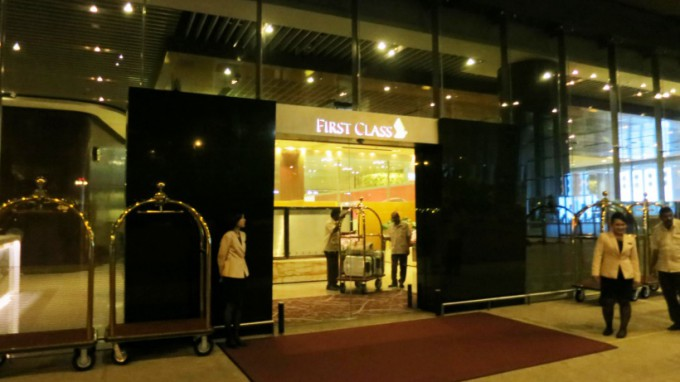 http://www.comfortablelife.asia/images/2014/12/First-Class-check-in-reception_01-680x382.jpg