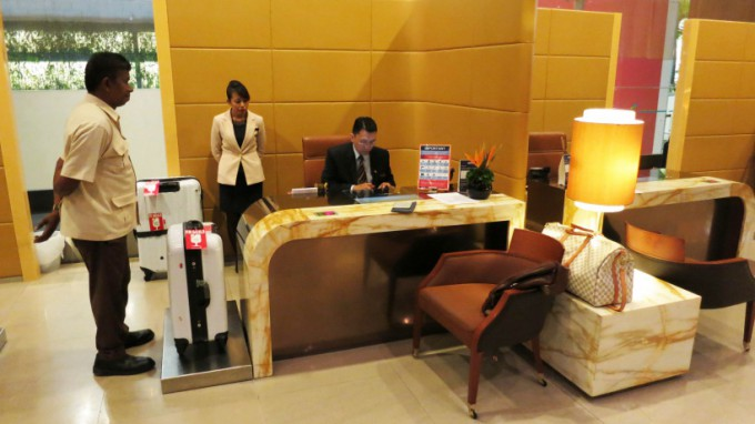 http://www.comfortablelife.asia/images/2014/12/First-Class-check-in-reception_07-680x382.jpg