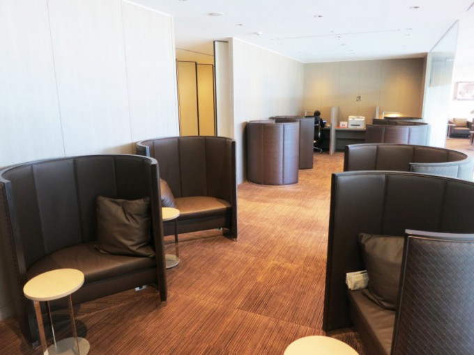 http://www.comfortablelife.asia/images/2015/03/JAL_First-Lounge_151-680x510.jpg