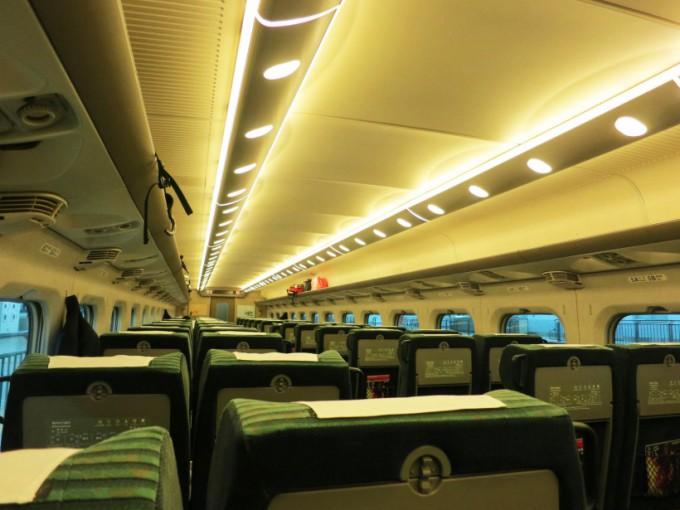 http://www.comfortablelife.asia/images/2015/03/Shinkansen.Green_.2015_102-680x510.jpg