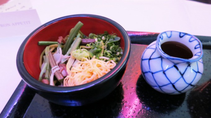 http://www.comfortablelife.asia/images/2015/04/CX-First-class-Lunch_026-680x382.jpg
