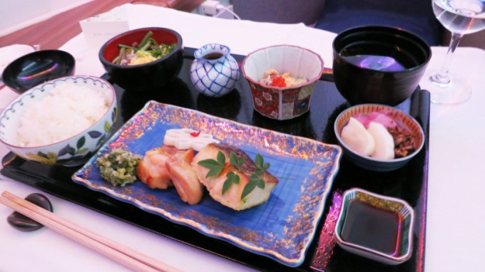http://www.comfortablelife.asia/images/2015/04/CX-First-class-Lunch_029-680x382.jpg