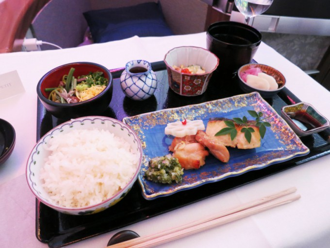 http://www.comfortablelife.asia/images/2015/04/CX-First-class-Lunch_031-680x510.jpg