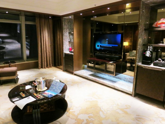 http://www.comfortablelife.asia/images/2015/05/Premier-Executive-Suite_008-680x510.jpg