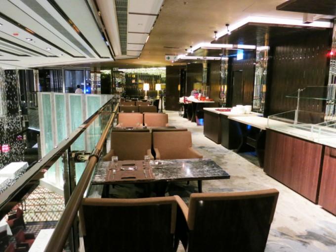 http://www.comfortablelife.asia/images/2015/05/Ritz-Carlton-Club_002-680x510.jpg