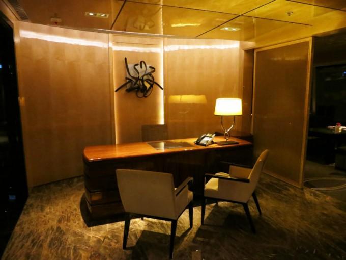 http://www.comfortablelife.asia/images/2015/05/Ritz-Carlton-Club_005-680x510.jpg
