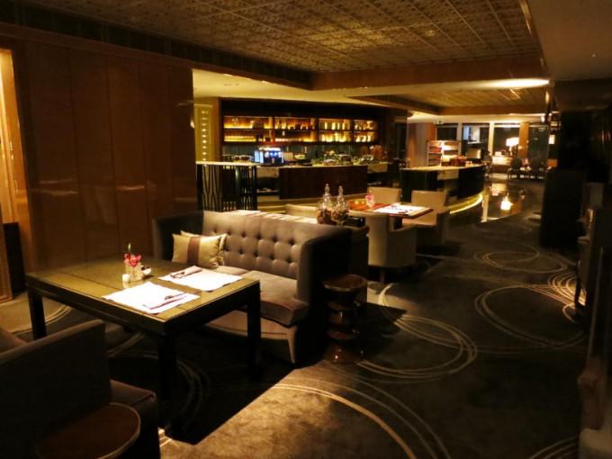 http://www.comfortablelife.asia/images/2015/05/Ritz-Carlton-Club_009-680x510.jpg