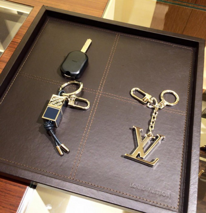 http://www.comfortablelife.asia/images/2015/06/Louis-Vuitton-KeyHolder-680x704.jpg