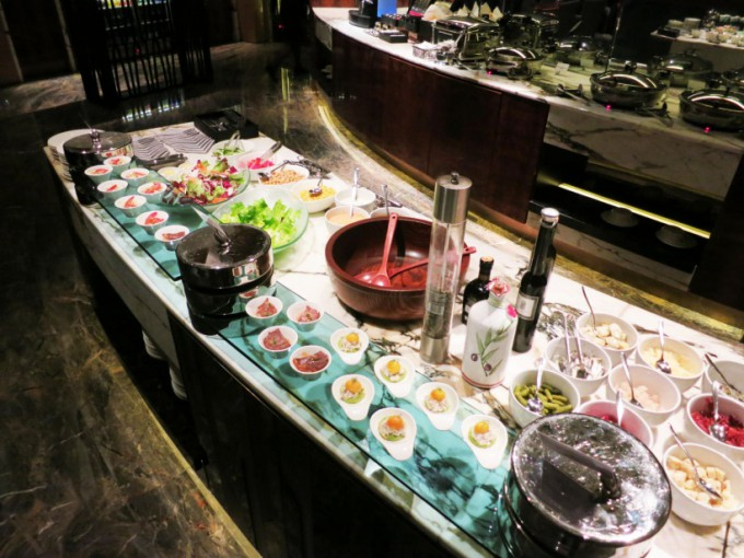 http://www.comfortablelife.asia/images/2015/06/The-Ritz-Carlton-Lounge_008-680x510.jpg