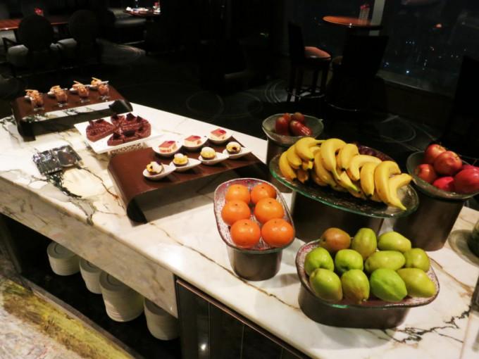 The Ritz Carlton Lounge_011