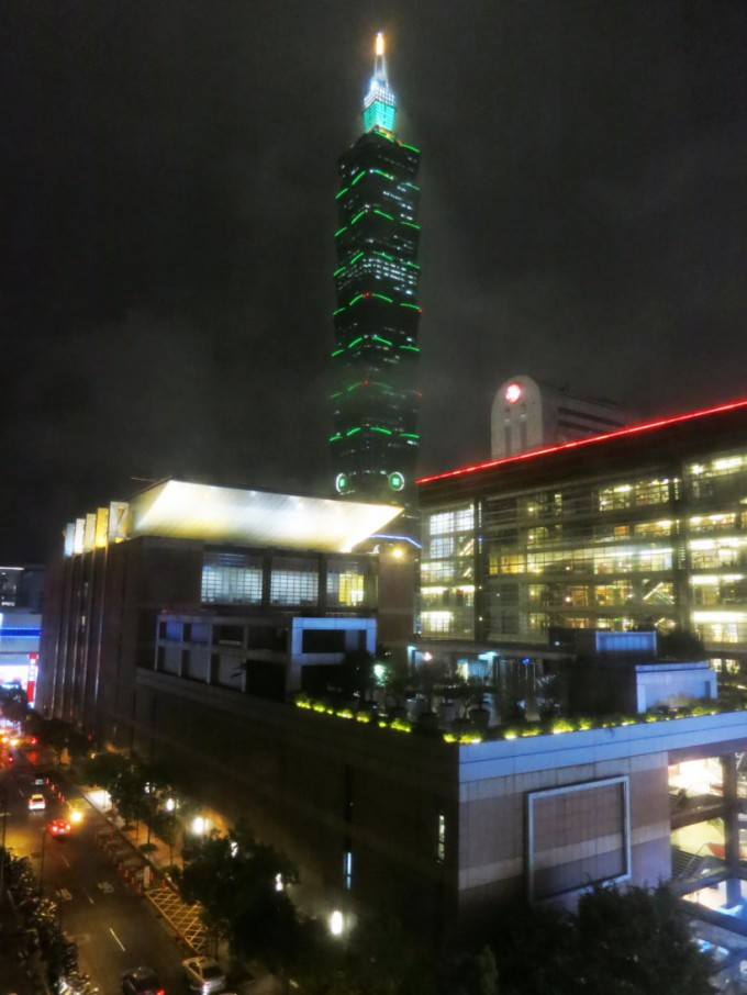 http://www.comfortablelife.asia/images/2015/10/Taipei101-view-680x906.jpg