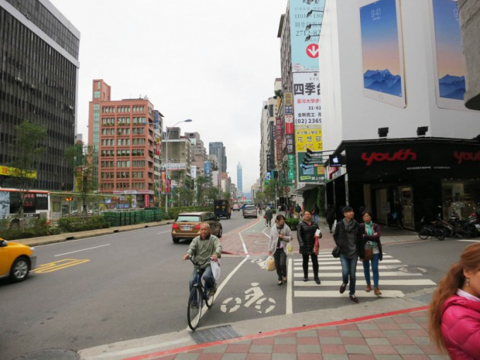 http://www.comfortablelife.asia/images/2015/11/Taipei101_001-680x510.jpg