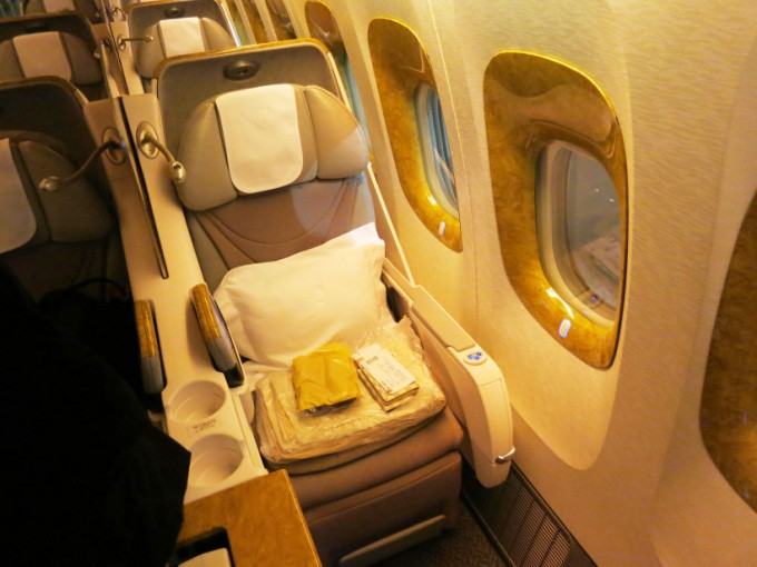 http://www.comfortablelife.asia/images/2016/04/EK-B777-200-Business-class_13-680x510.jpg