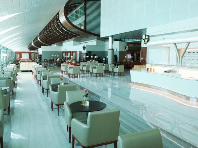 http://www.comfortablelife.asia/images/2016/04/Emirates-BC-Lounge2016_19-680x510.jpg