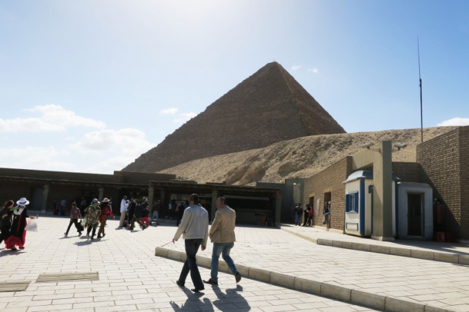http://www.comfortablelife.asia/images/2016/06/Great-Pyramid-of-Khufu_10-680x452.jpg