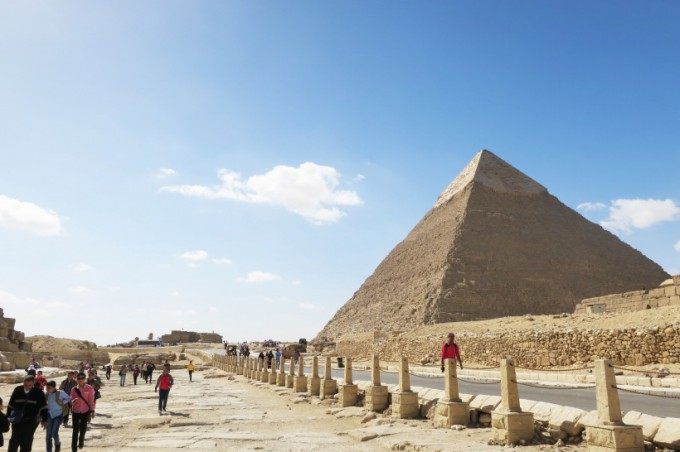 http://www.comfortablelife.asia/images/2016/07/Great-Pyramid-of-Khufu_26-680x452.jpg