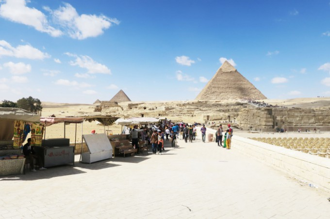 http://www.comfortablelife.asia/images/2016/08/Great-Pyramid-of-Khufu_42-680x452.jpg